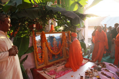 Acharya Swamishree Maharaj commences the rituals for the new Murtis to be installed