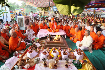 Acharya Swamishree Maharaj performs the havan ceremony for installation of the  new Murtis