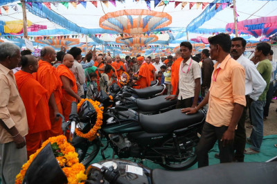 Acharya Swamishree Maharaj consecrates new motor cycles which will be donated for charitable causes in the region