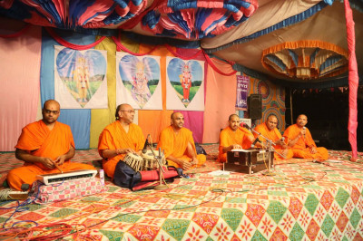 Sants present a concert of devotional songs