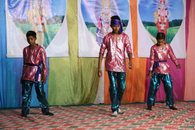 Young disciples of Shaniyada perform a devotional dance