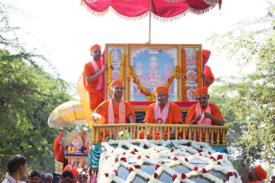 A spectacular procession takes place in Shaniyada