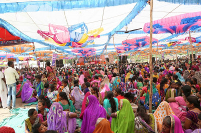 Thousands of disciples had gathered in Shaniyada for the festival