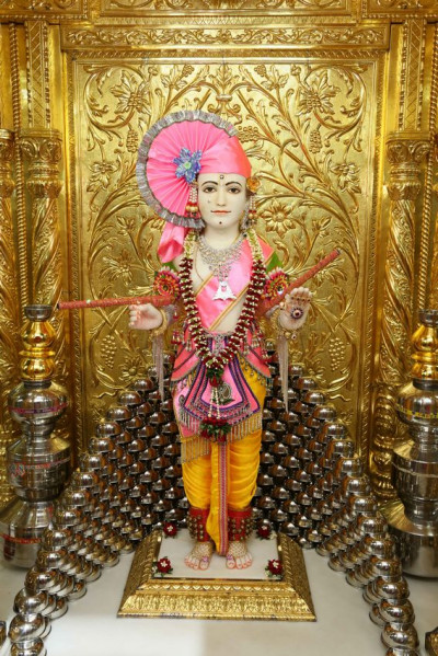 Divine darshan of Shree Ghanshyam Maharaj at Maninagar Mandir
