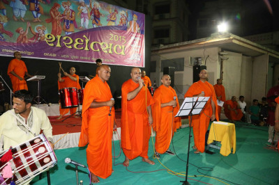 Sants perform kirtans through the evening
