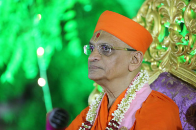 Acharya Swamishree Maharaj gives darshan during the event
