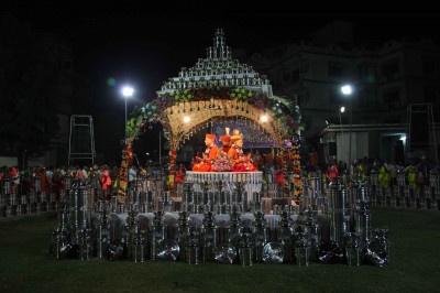 Display of silver ornaments at the centre