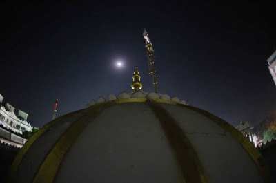The full moon shines above Maninagar Mandir