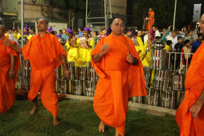 Sants also take part in the Sharadpoonam raas