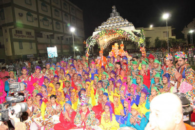 Acharya Swamishree Maharaj gives darshan to disciples who took part in the raas