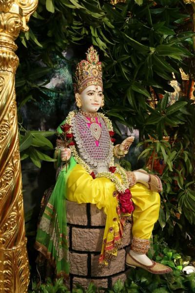 Divine darshan of Shree Ghanshyam Maharaj in Maninagar Mandir