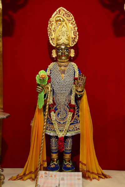 Divine darshan of Shree Harikrushna Maharaj