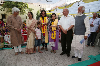 Saptamben Patel honoured with a shawl and garland by the Sanstha