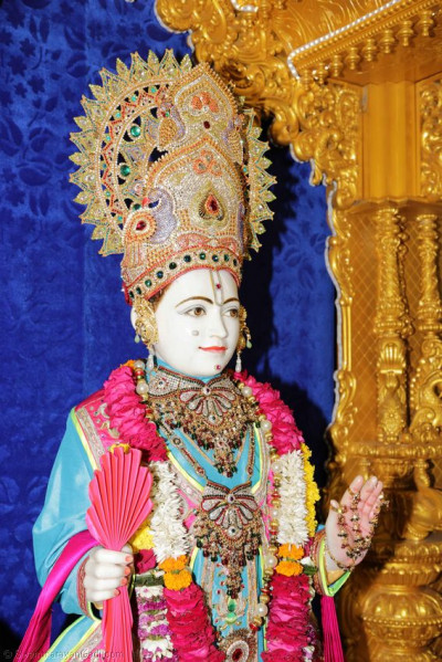 Divine darshan of Shree Ghanshyam Maharaj in Surat Mandir