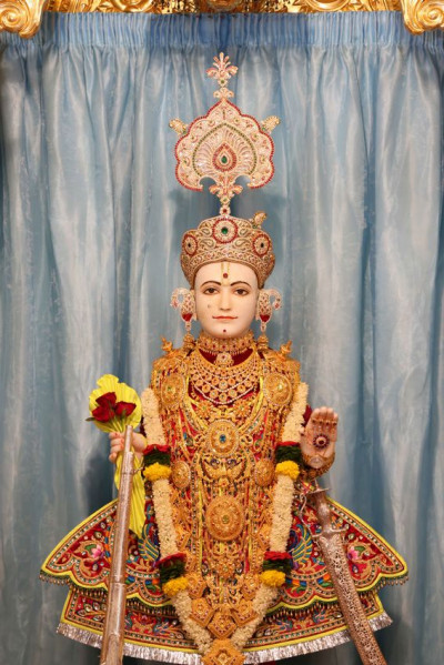 Divine darshan of Shree Ghanshyam Maharaj at Shangar Aarti