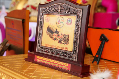 The memento presented to Acharya Swamishree Maharaj