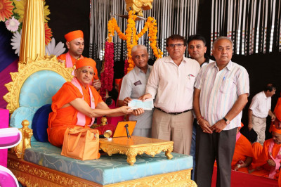 Acharya Swamishree Maharaj donates to various organisations on this special occasion