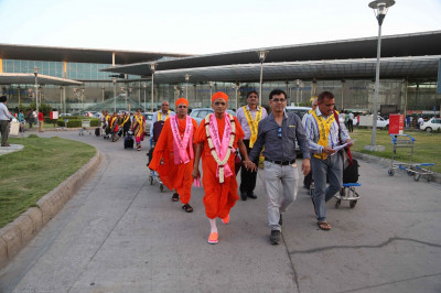 Acharya Swamishree at Lucknow airport