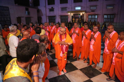 Acharya Swamishree arrives in Ayodhya in the evening