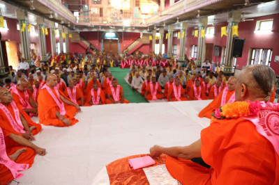 Acharya Swamishree performing dhyan
