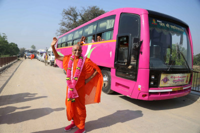 Acharya Swamishree gives darshan along side the vehicles used for the yatra