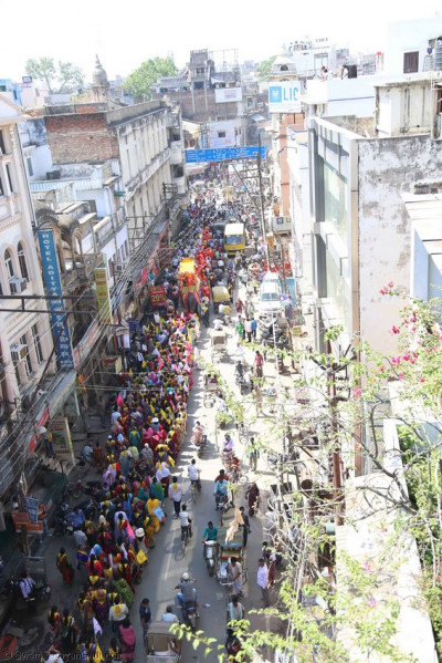The procession continues through the streets of Varanasi