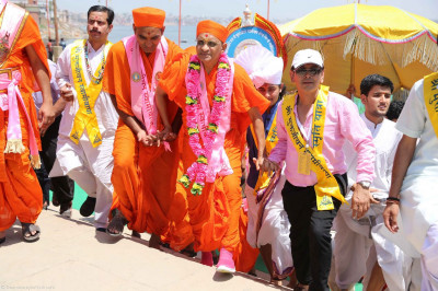 Acharya Swamishree Maharaj returns to shore