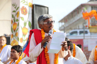 A scholar, Anilbhai Raav Pandit, talks about the sabha