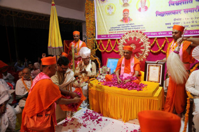Acharya Swamishree is showered with rose