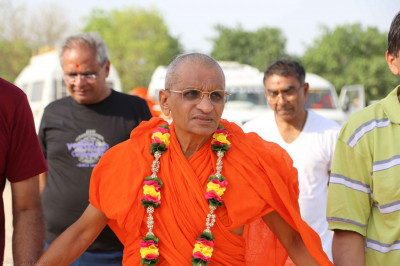 Acharya Swamishree and the yatra group arrive at Triveni Sangam