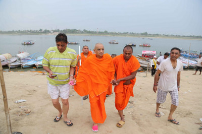Acharya Swamishree and the yatra group arrive back on shore
