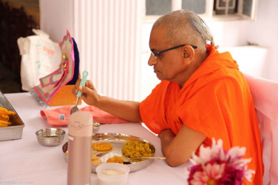 Day 7 - Acharya Swamishree has some prasad