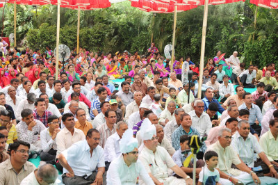 Hundreds of disciples gather at nearby grounds