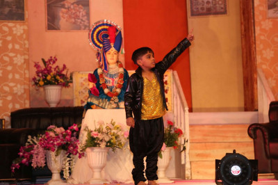 A mordern dance performance by a young disciple