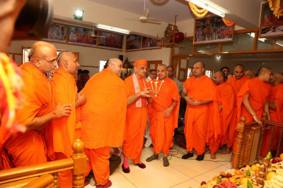 Acharya Swamishree and sants perform the annakut aarti
