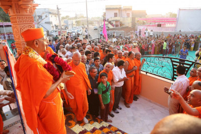 Acharya Swamishree, sants and disciples watch the performance