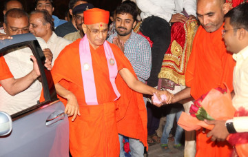 Acharya Swamishree Maharaj Returns to Maninagardham
