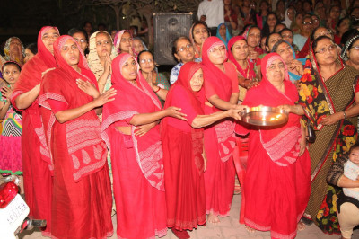 Sankhya-yogi Ladies perform aarti