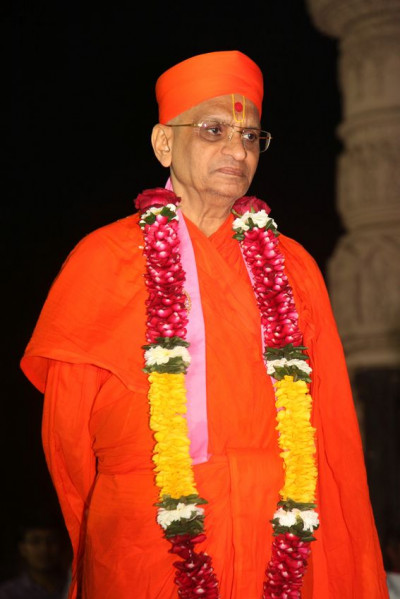 Acharya Swamishree Maharaj watches the dance