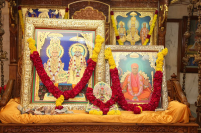 Divine Murtis of Lord Swaminarayan, Jeevanpran Bapashree, and Jeevanpran Swamibapa in a swing the sabha mandap