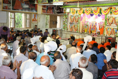 Sants and disciples fill Shree Swaminarayan Mandir Bavla
