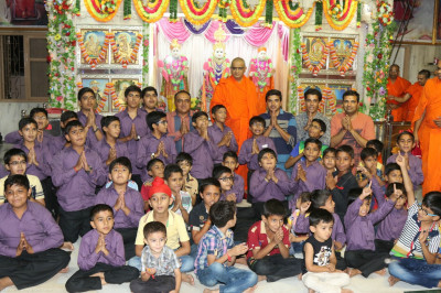 His Divine Holiness Acharya Swamishree blesses all disciples who took part in the evening programme