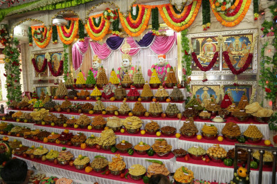 Divine darshan of the annakut of sweet and savoury items offered to the Lord after the conclusion of the patotsav poojan ceremony
