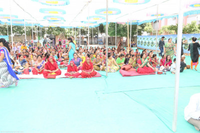 Hundreds of disciples attend the celebrations