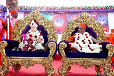 Divine darshan of Gurudev Swamibapa and Acharya Swamishree