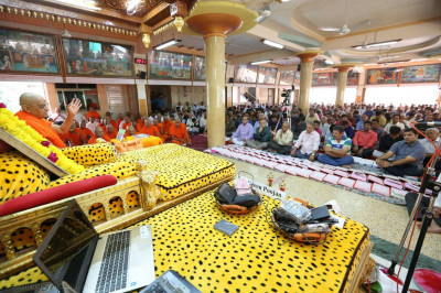 Acharya Swamishree Maharja gives His divine diwali ashirwad