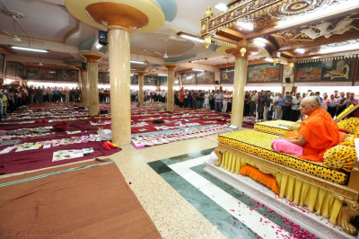 Acharya Swamishree Maharaj views disciples' books in the sabha mandap