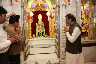 Mayor of Ahmedabad Gautam Shah at Shree Swaminarayan Mandir Manainagar