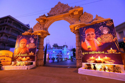 Gates of Shree Swaminarayan Mandir Maninagar
