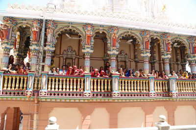 Disciples gather at Shree Swaminarayan Mandir Maninagar